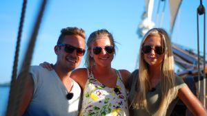 Jontti Granbacka, Amanda Wallander och Michelle Wanström på galeasen Albanus.