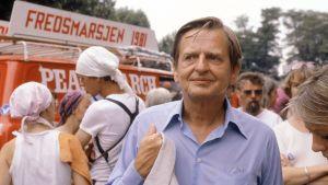 Olof Palme deltog i en fredsmarsch i Paris