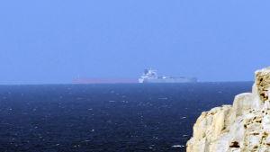 Olje- och kommersiella fartyg är en vanlig syn i Hormuzsundet, Oman