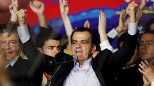 Oscar Ivan Zuluaga firar efter att ha fått resultaten från den första omgången i det colombianska presidentvalet.