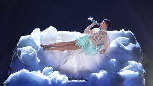 Saara Aalto uppträder i X Factor den 26.11.2016