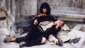 Juliette Binoche ja Denis Lavant elokuvassa Pont-Neufin rakastavaiset