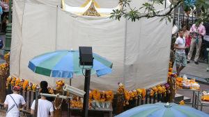 Skadad hinduhelgedom i Bangkok restaureras
