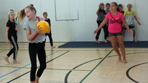 Gympatimme i klass fem i Vindängens skola i Esbo