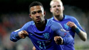 Memphis Depay gjorde två mål för Holland.