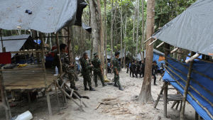 Den thailändska polisen hittade ett läger mitt i djungeln.