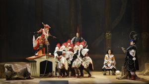 scen ur operan Den listiga lilla räven
