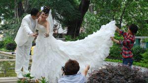 Brudpar i park
