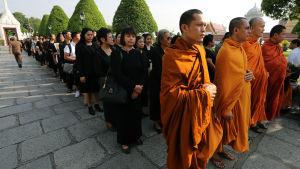 Thailändare sörjer kung Bhumipols död