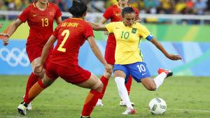 Marta leder landslaget som dess kapten.