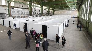Den övergivna flygplatsen Tempelhof används som flyktingboende.