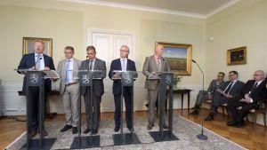 EK:s Jyri Häkämies, Markku Jalonen från Kommunarbetsgivarna, FFC:s Lauri Lyly, Akavas Sture Fjäder och FTFC:s Antti Palola.