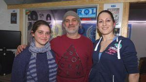 Gaia Putrino, Fabio Putrino och Fanny Haddas sänder radio över internet.