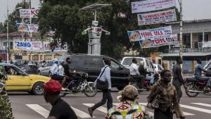 Trafikrobot i Kinshasa, Kongos Demokratska Republik.