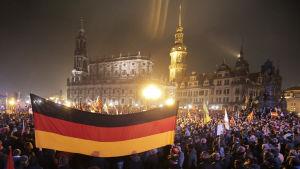 Pegida ordnade demonstration i Dresden den 19 oktober 2015.