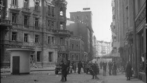 Vy från Georgsgatan i Helsingfors efter flygbombardemanget i november 1942.