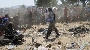 Flyktingar på gränsen mellan Makedonien och Grekland