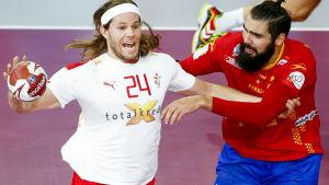 Mikkel Hansen i elden i kvartsfinalen mot Spanien.