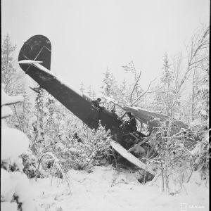 7.1.1940 Ryssien tyk. täh. kone R 5. Pommitusmatkalla sen ampui alas Suistamon lentokentän It-kk.