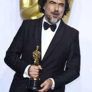Alejandro Gonzalez med oscarsstatyetten