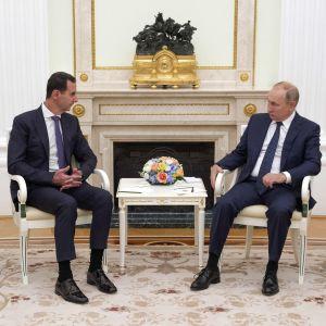 President Vladimir Putin tog emot Syriens president Bashar al-Assad i Kreml på måndagen.