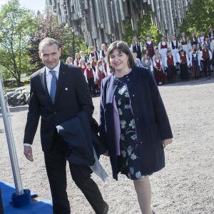 Islands president Guðni Jóhannesson i Helsingfors tillsammans med sin fru.
