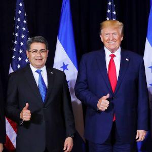 Honduras president Juan Orlando Hernández och Donald Trump i New York 25.9.2019. Honduras och USA ingick ett asylavtal som gav USA rätt att skicka tillbaka migranter till Honduras.