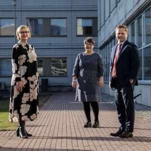 Varapuhemies Tarja Filatov, Paula Risikko ja Markus Lohi vierailivat Ylen tiloissa Politiikkaradiossa.