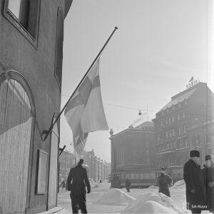 13.3.1940 Helsinki juhlii rauhaa.