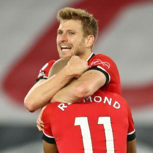 Southamptons Stuart Armstrong och Nathan Redmond firar 2–0-målet.