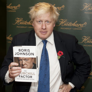 Boris Johnson esittelee kirjaansa Winston Churchillistä