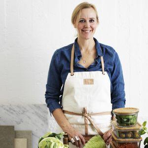 Kokboksförfattaren Ylva Berqvist i köket.