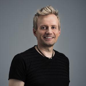 Antti Karhumäki, toimitussihteeri, Puoli seitsemän
