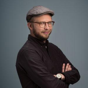 Puoli seitsemän -ohjelman toimittaja Nuutti Takkinen