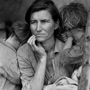 30 -luvun laman aikainen siirtolaisäiti lapsineen