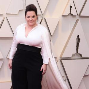 Närbild på Melissa McCarthy på Oscarsgalan 2019.