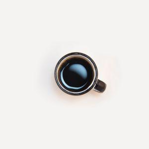 kupillinen mustaa kahvia