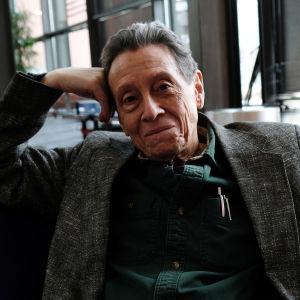Bild på fotokritikern och historikern A D Coleman.