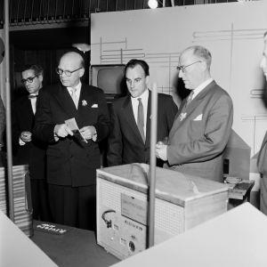Unkarin teollisuusnäyttely messuhallissa 1.10.1954, kuva: U A Saarinen/Museovirasto
