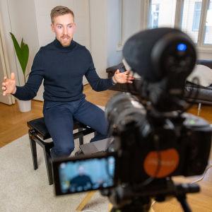 Suomalainen bloggaaja Jalmafi.