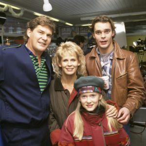 Kotikatu-sarjan ensimmäinen tuotantokausi, Luotolan perhe kuvassa.