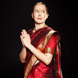 Kaisa Leka harjoittaa hindulaisuutta.