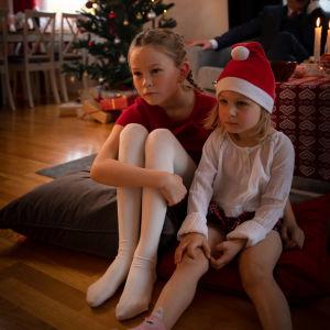 Barn som tittar på på Kalle Anka på julafton.