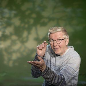 Pirkka-Pekka Petelius lukee iltasatuja.