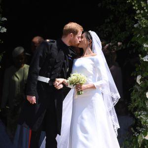 Prins Harry kysser sin nyblivna fru Meghan Markle