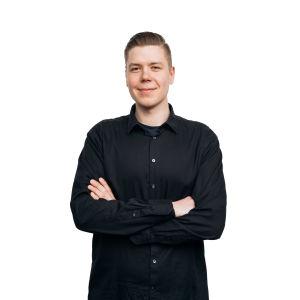 kuvassa RSO:n kontrabasisti Iikka Järvi