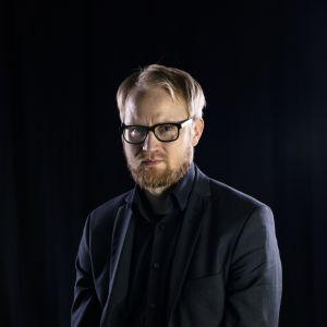 Perjantain juontaja Pekka Vahvanen.