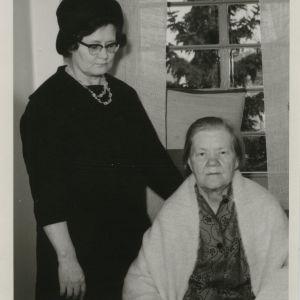 Irja Askolan äiti ja isoäiti,