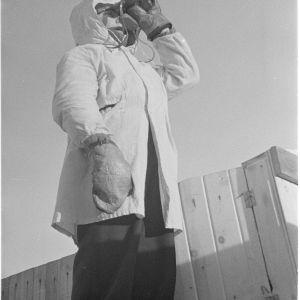 4.3.1940 14-vuotias ilmavalvontasotilas vartiopaikallaan Rovaniemen Pöyliövaaralla