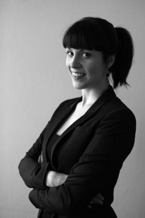 Psykologen och doktoranden Katri Saarikivi forskar vid Helsingfors universitet inom enheten för kognitiv hjärnforskning som finns på institutionen för beteendevetenskaper.